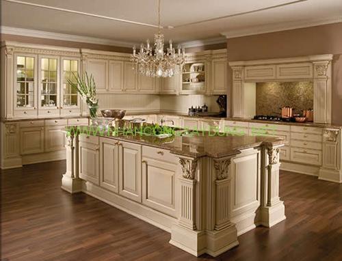 Phòng bếp theo phong cách cổ điển luôn cầu kỳ tốn kém.