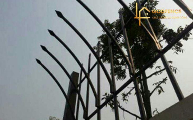 HRSH – 15 Hàng rào sắt đặc mũi giáo chống trộm sơn tĩnh điện