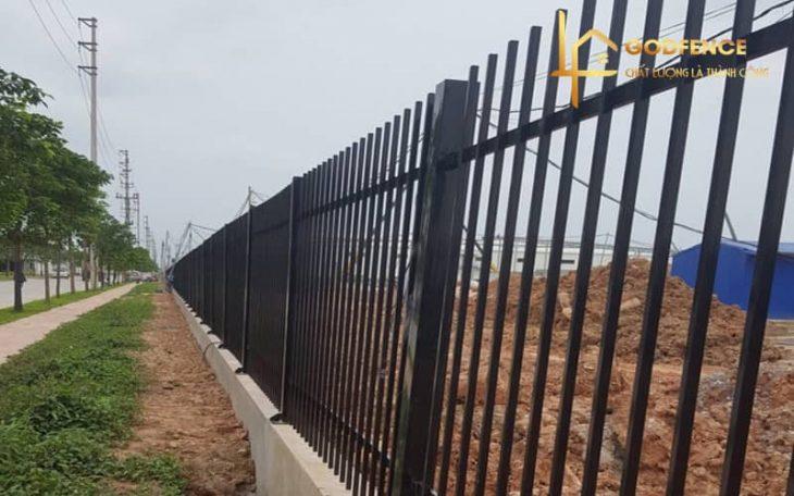 HRSH – 14 Hàng rào sắt hộp sơn dầu màu đen