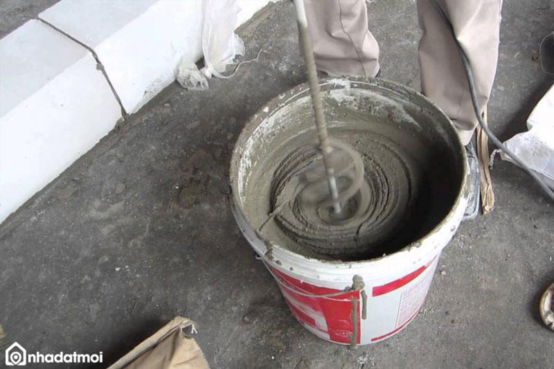 Trộn vữa là công đoạn rất quan trọng khi trát tường nhà